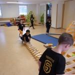 Viele verschiedene Sportgeräte laden zum balancieren, klettern, hüpfen ... ein