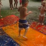 Auf und am Wasserrutschteppich