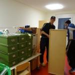 Möbel rücken im Vorschulraum